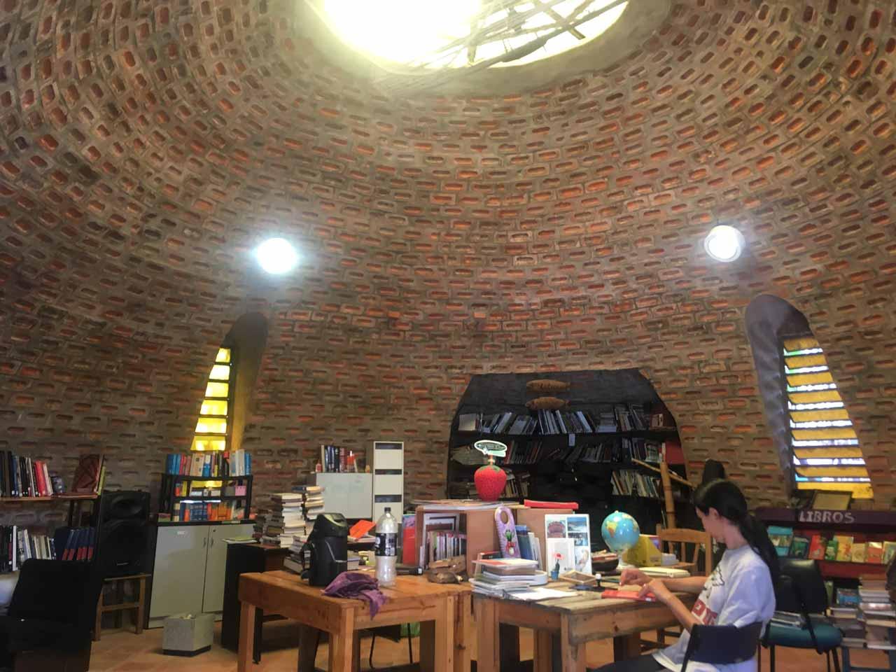 ウーゴの作ったドームの中の図書館の写真