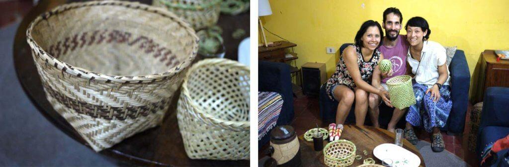 持参した竹籠(右)と、先住民が作る竹籠とホエさん(左)、グスターボさん(中央)と筆者(右)の写真